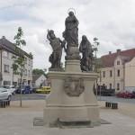 Rzeźby Matki Boskiej oraz św. Pawła i św Sebastian
